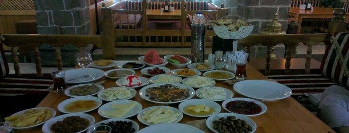 Tarihi Han Kapısı Cafe is one of Kilicaliさんのお気に入りスポット.