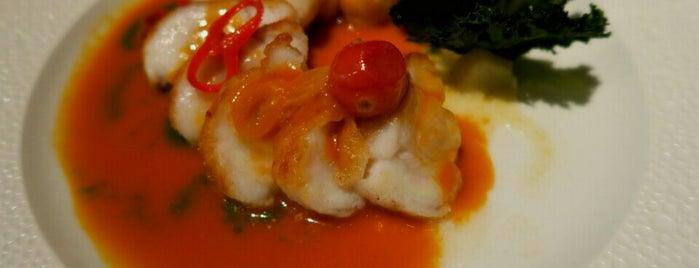 Le Bernardin is one of The 25 Best Seafood Restaurants in America.