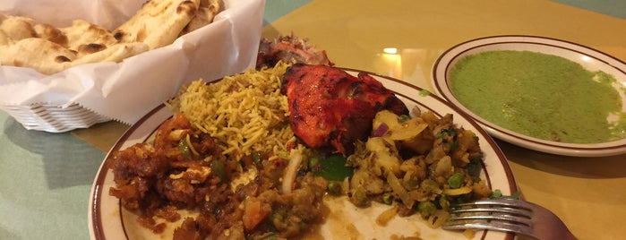 Ista Indian Cuisine is one of Lugares favoritos de Chris.