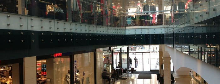 Europeum Bevásárlóközpont is one of Valerossa's Saved Places.
