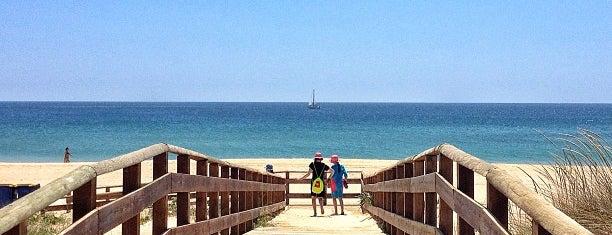 Praia de Alvor is one of Orte, die Raul gefallen.