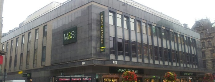 Marks & Spencer is one of Lieux qui ont plu à Chris.
