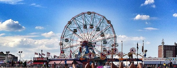 Coney Island Beach & Boardwalk is one of Lugares favoritos de Kevin.