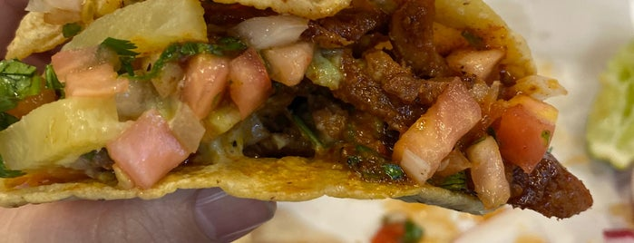 Los Tacos No. 1 is one of Lugares favoritos de Courtney.