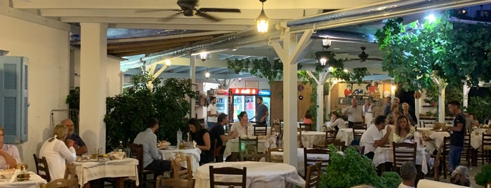 Klarinos Taverna is one of Posti che sono piaciuti a Vangelis.