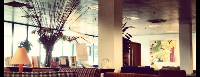 Good airport lounges