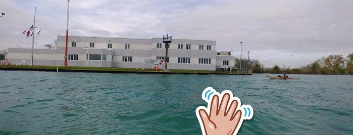 US Coast Guard Station Belle Isle is one of Posti che sono piaciuti a Andrew.