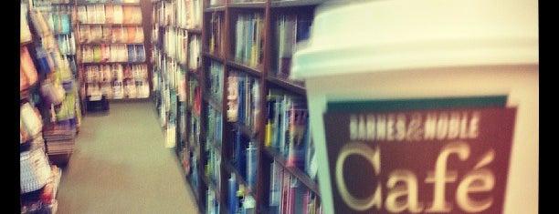 Barnes & Noble is one of Orte, die Corinne gefallen.