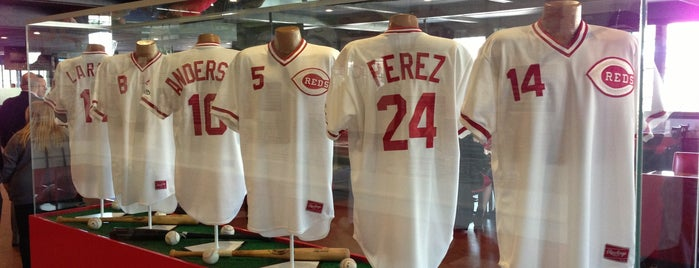 Reds Hall of Fame Grille is one of Lugares favoritos de Jennifer.