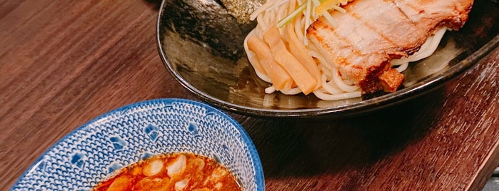 Torasho Ramen & Charcoal Bar is one of Locais salvos de Andrew.