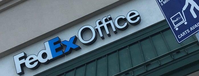 FedEx Office Print & Ship Center is one of Locais curtidos por Lindsaye.