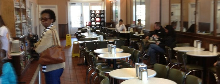 Café Du Monde is one of Posti che sono piaciuti a Rebecca.