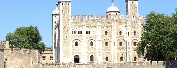 Tower of London is one of World Heritage Sites List.
