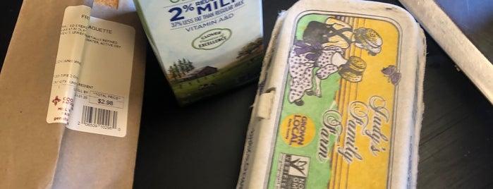 Good Earth Natural Foods is one of Robert 님이 좋아한 장소.