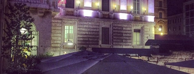 Palazzo Montemartini is one of Locais curtidos por Adam.