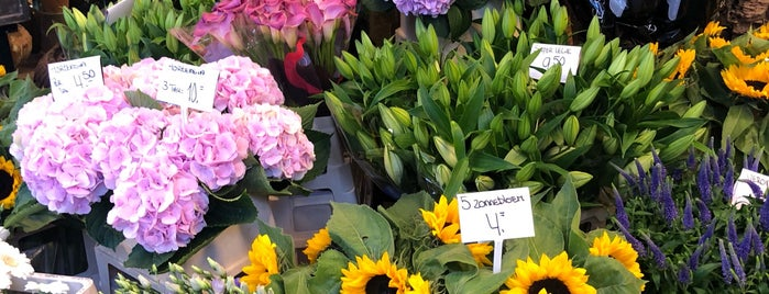 Bloemenmarkt is one of Tempat yang Disukai Monica.