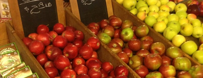 Baynes Apple Valley Farm is one of Locais curtidos por Andrew.