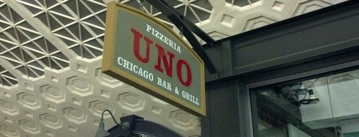 Uno Pizzeria & Grill is one of Tempat yang Disukai Juanita.