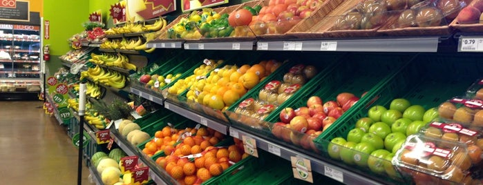 Fresh & Easy Neighborhood Market is one of Shawn 님이 좋아한 장소.