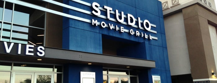 Studio Movie Grill Scottsdale is one of Krystal'ın Beğendiği Mekanlar.