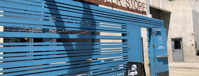 City Beer Store is one of Locais curtidos por Drew.