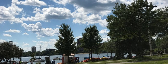 Bridge Over The Canal Between Lake Of The Isles And Lake Calhoun is one of Lugares favoritos de Alan.