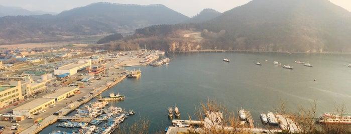 채석강 is one of Orte, die Hyun Ku gefallen.