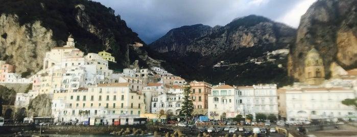 Costa Amalfitana is one of Lugares favoritos de Hyun Ku.