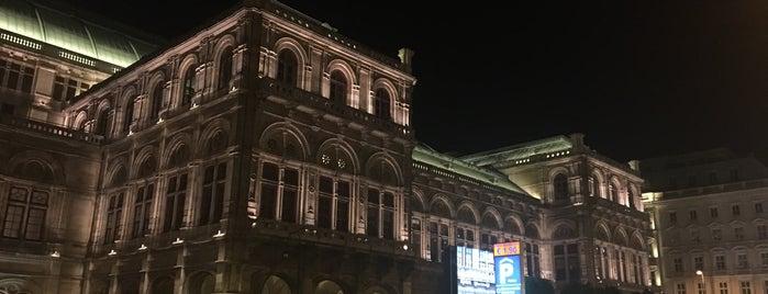 Wiener Staatsoper is one of Orte, die Hyun Ku gefallen.