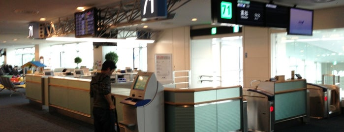 Gate 71 is one of 羽田空港 第2ターミナル 搭乗口 HND terminal2 gate.