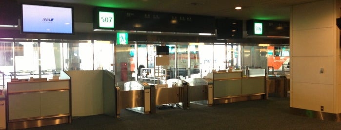 Gate 507 is one of 羽田空港 第2ターミナル 搭乗口 HND terminal2 gate.