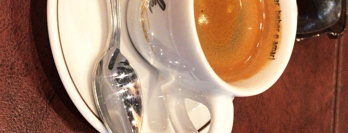Café Viriato is one of Marianaさんのお気に入りスポット.