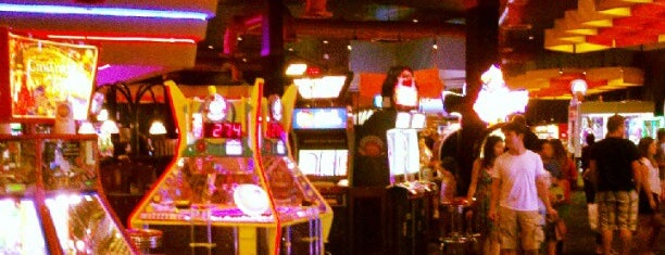 Dave & Buster's is one of Locais salvos de Scott.