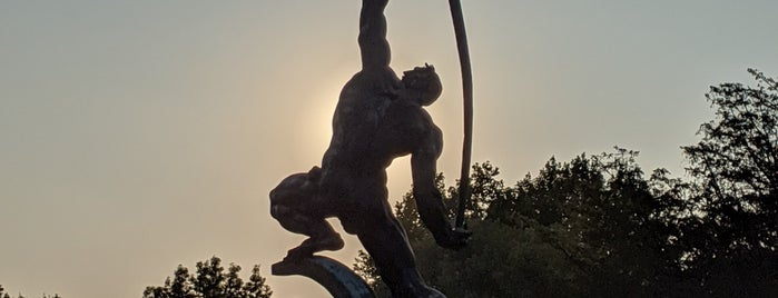 Rocket Thrower Statue is one of Lieux qui ont plu à Karen.