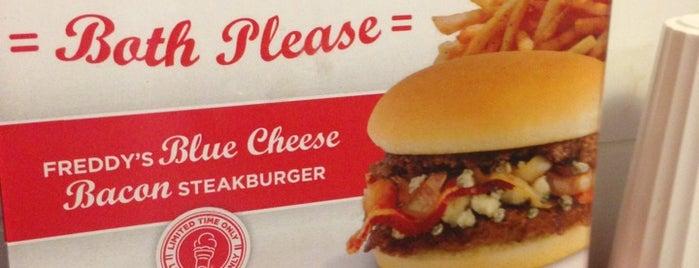 Freddy's Frozen Custard & Steakburgers is one of Posti che sono piaciuti a Breck.