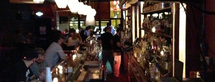 Easy Bar is one of Lugares favoritos de Wicker Park Bucktown Insider.