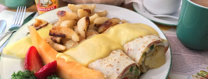 Cora's Breakfast & Lunch is one of Lydia : понравившиеся места.