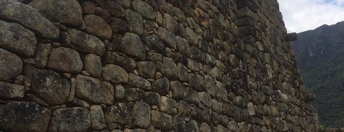 Grupo de las Tres Portadas is one of Perú.