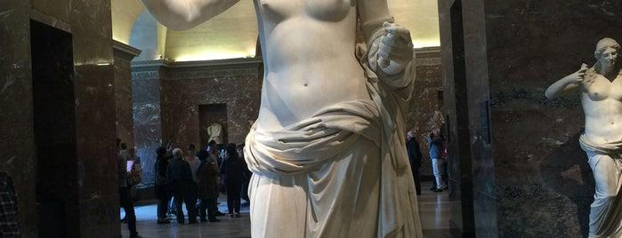Museu do Louvre is one of Locais curtidos por Sandra.