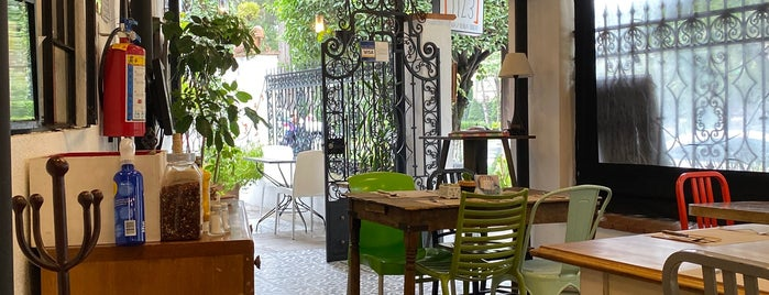Restaurante Central 1123 is one of Locais curtidos por Adan.