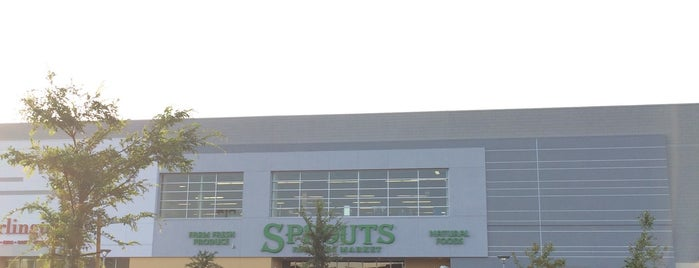Sprouts Farmers Market is one of Tempat yang Disukai Alberto J S.