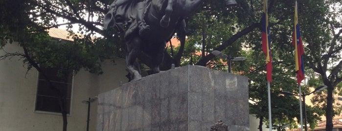 Plaza Bolívar is one of Lugares para visitar en Caracas.