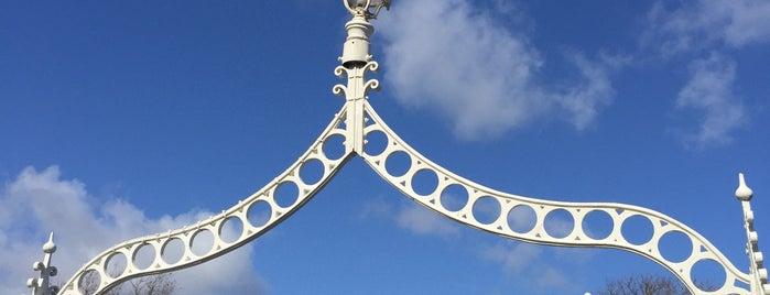 The Ha'penny (Liffey) Bridge is one of สถานที่ที่ Kate ถูกใจ.
