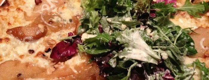 California Pizza Kitchen is one of สถานที่ที่ Jennifer ถูกใจ.