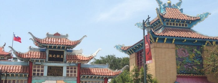 Chinatown Gateway is one of 87 Free Things To Do in LA.