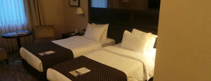Midtown Hotel İstanbul is one of สถานที่ที่ Erica ถูกใจ.