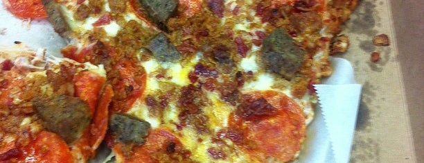 Utica Pizza Company is one of Syr Bucket List.