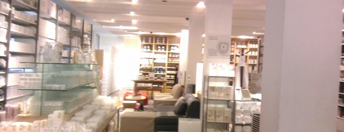 Muji is one of Paris da Clau.