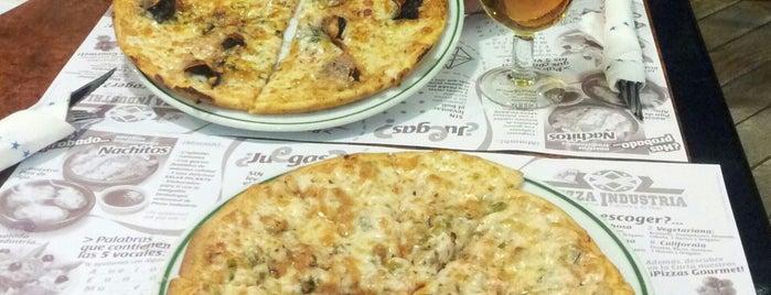 Pizza Industria is one of Lieux qui ont plu à Marcos.
