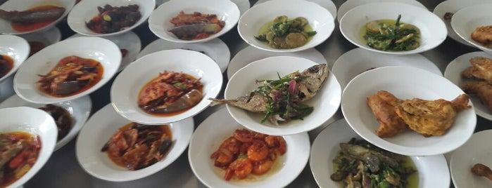 Restoran Padang Sederhana Lintau 88 is one of Arieさんのお気に入りスポット.